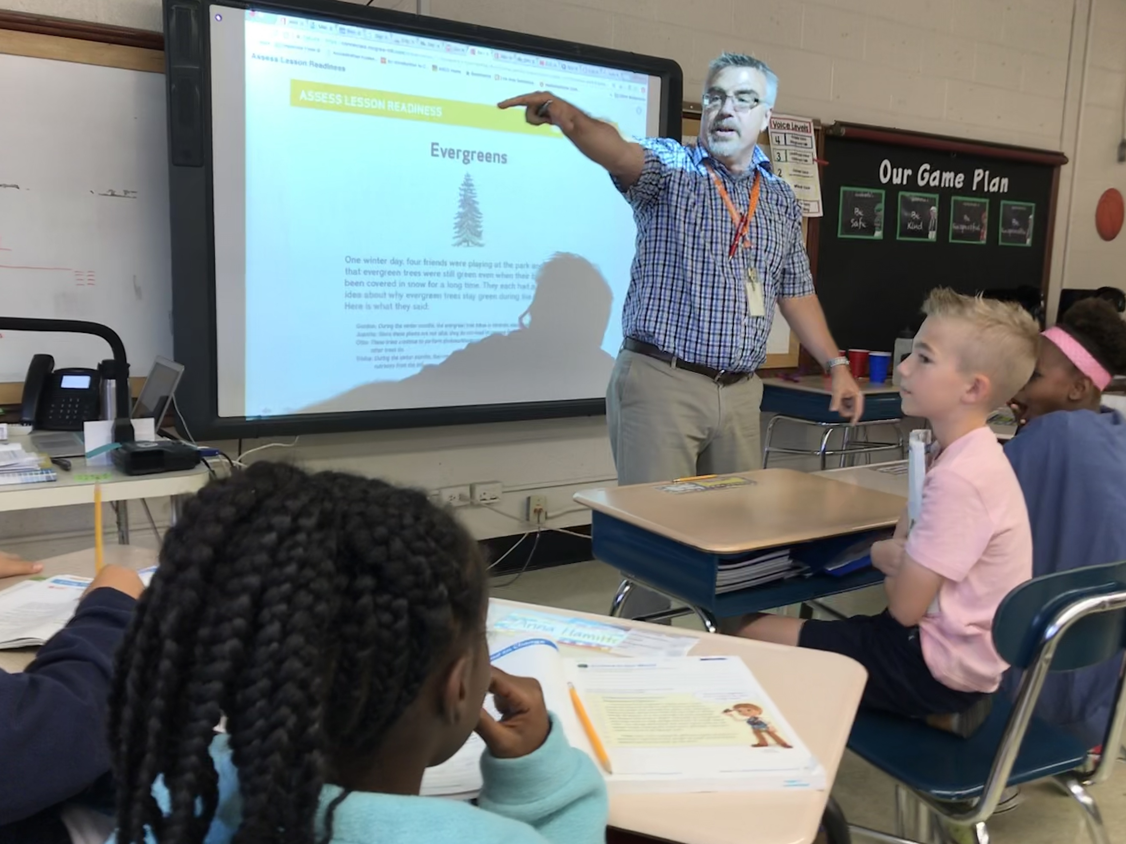 Stephen Strange, a 4th-grade teacher at Bearden Elementary School, talks to his class on Sep. 24, 2018.