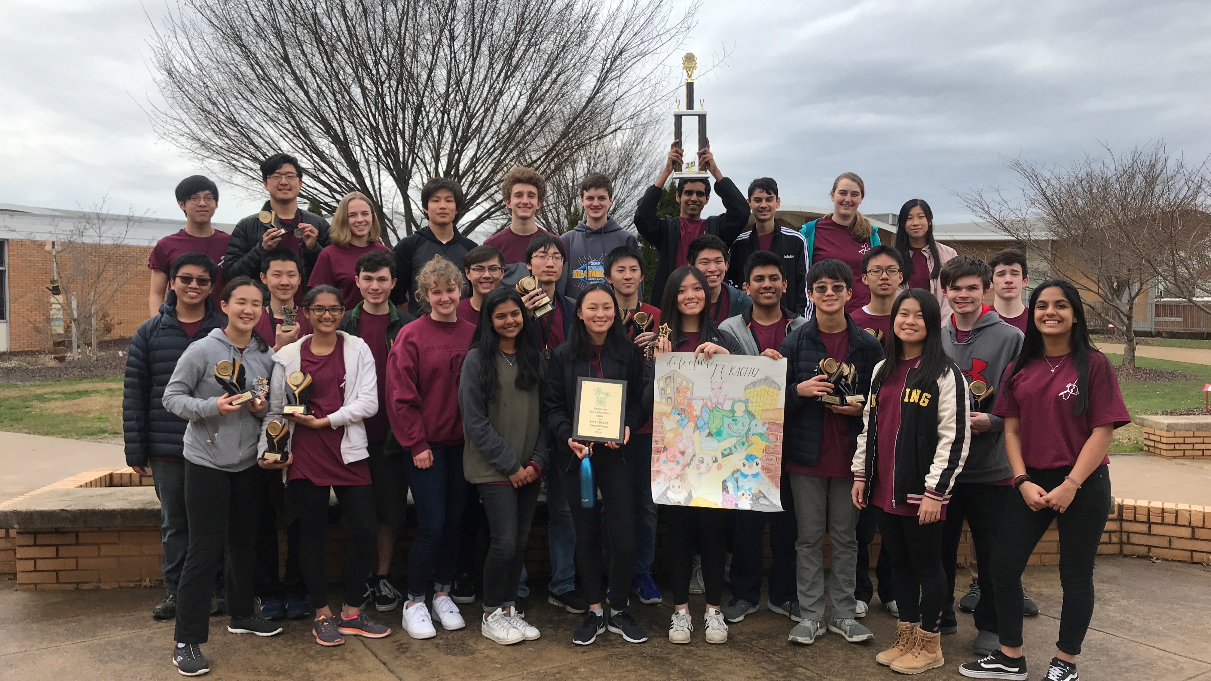 Farragut High School students pose with their trophy from the Mu Alpha Theta state convention.